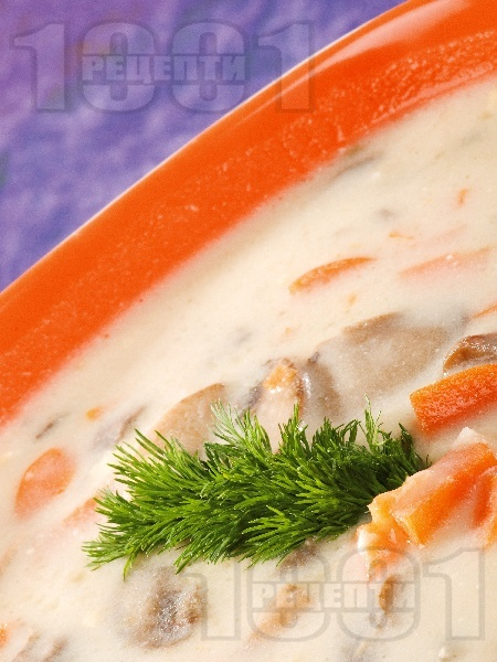 Гъбена чорба с моркови и сметана - снимка на рецептата